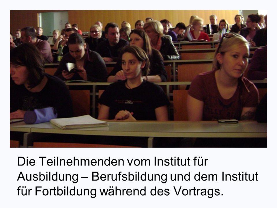 Die Teilnehmenden vom Institut für Ausbildung – Berufsbildung und dem Institut für Fortbildung während des Vortrags.