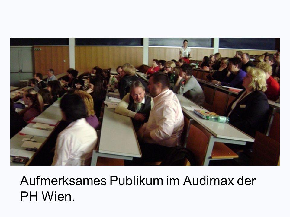 Aufmerksames Publikum im Audimax der PH Wien.