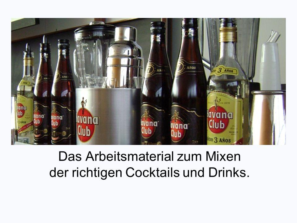 Das Arbeitsmaterial zum Mixen der richtigen Cocktails und Drinks.