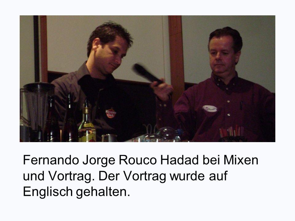 Fernando Jorge Rouco Hadad bei Mixen und Vortrag. Der Vortrag wurde auf Englisch gehalten.