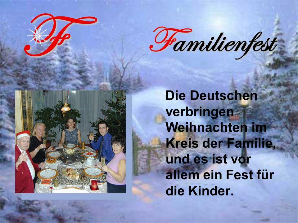 Familienfest Die Deutschen verbringen Weihnachten im Kreis der Familie, und es ist vor allem ein Fest für die Kinder.F