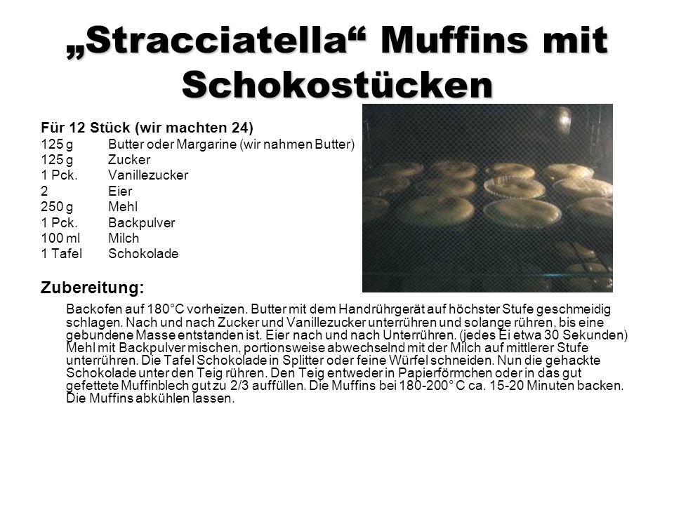 Stracciatella Muffins mit Schokostücken Für 12 Stück (wir machten 24) 125 g Butter oder Margarine (wir nahmen Butter) 125 g Zucker 1 Pck.
