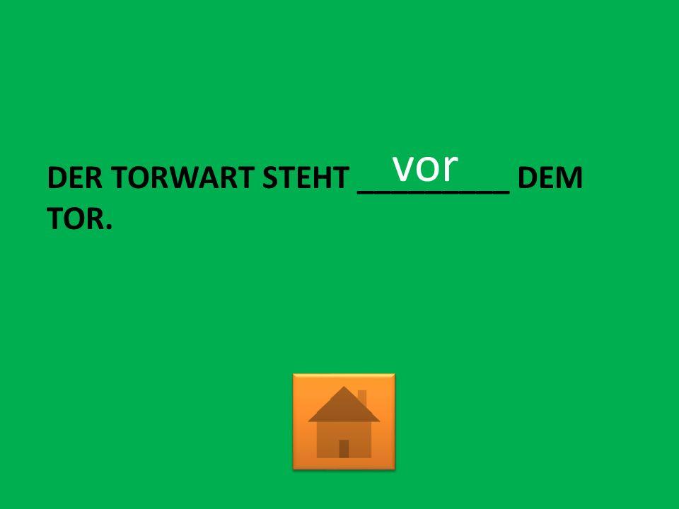DER TORWART STEHT _________ DEM TOR. vor