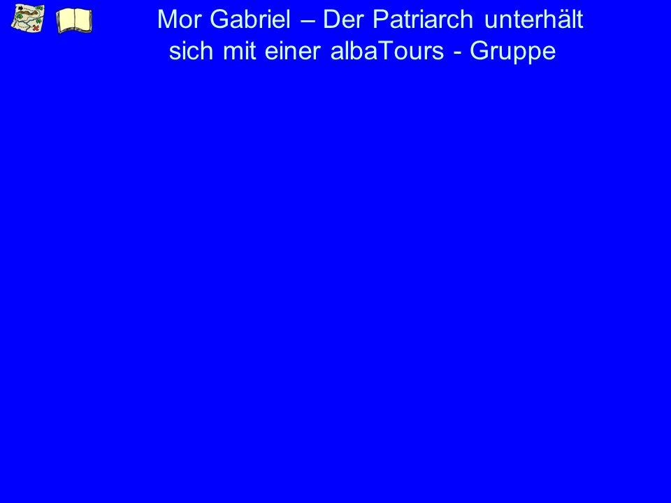Mor Gabriel – Der Patriarch unterhält sich mit einer albaTours - Gruppe