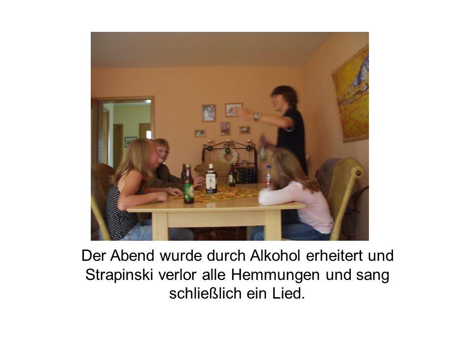 Der Abend wurde durch Alkohol erheitert und Strapinski verlor alle Hemmungen und sang schließlich ein Lied.