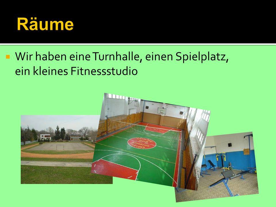 Wir haben eine Turnhalle, einen Spielplatz, ein kleines Fitnessstudio