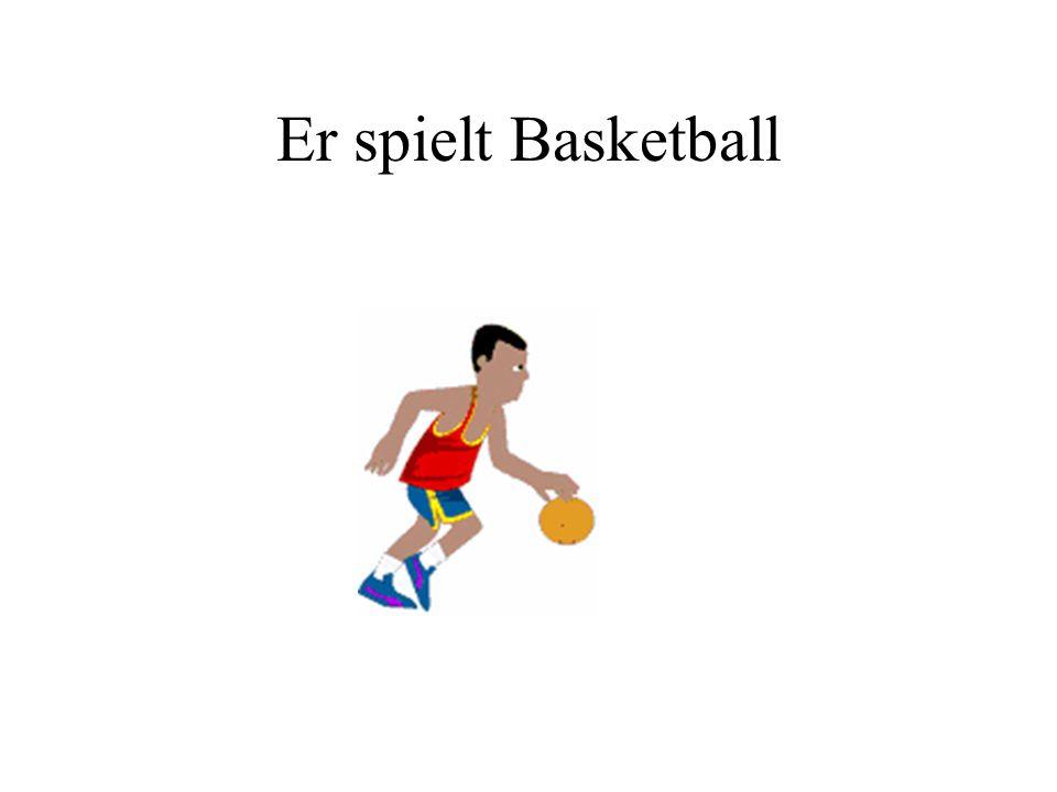 Er spielt Basketball