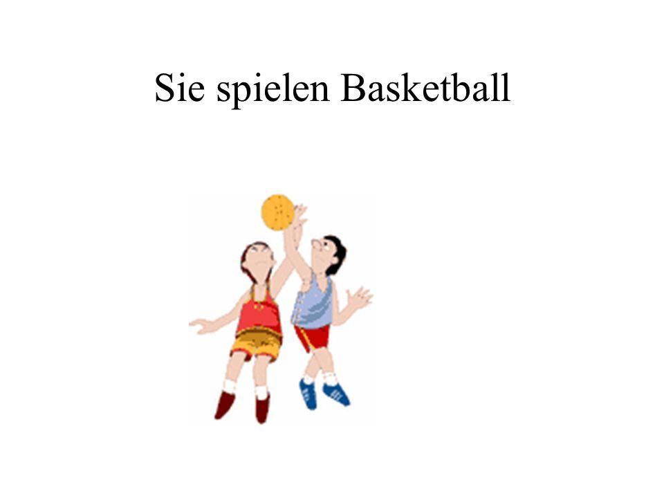 Sie spielen Basketball