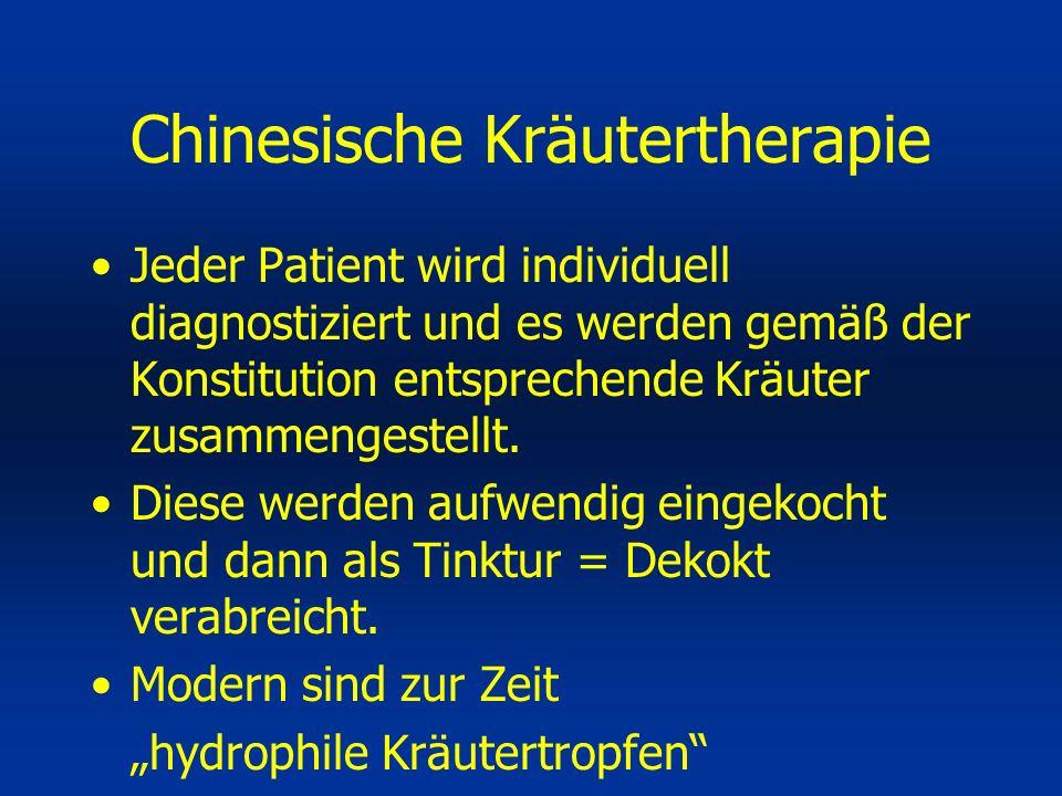 Jeder Patient wird individuell diagnostiziert und es werden gemäß der Konstitution entsprechende Kräuter zusammengestellt. Diese werden aufwendig eing