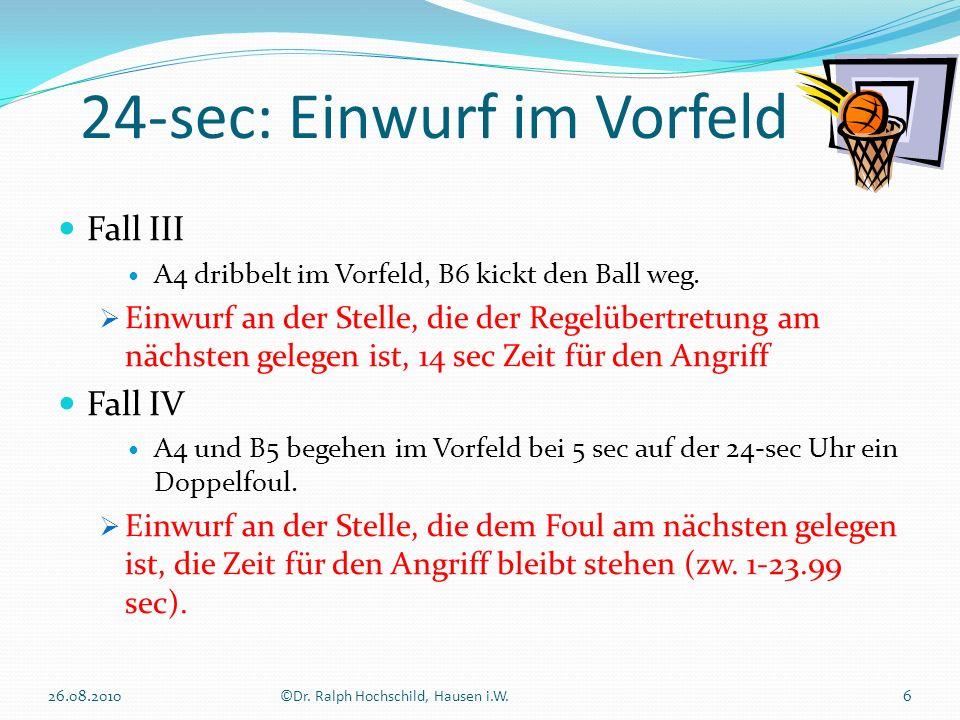 24-sec: Einwurf im Vorfeld 26.08.20106©Dr. Ralph Hochschild, Hausen i.W. Fall III A4 dribbelt im Vorfeld, B6 kickt den Ball weg. Einwurf an der Stelle