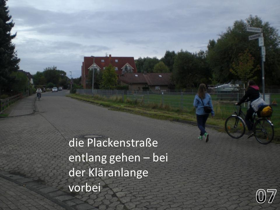 die Plackenstraße entlang gehen – bei der Kläranlange vorbei