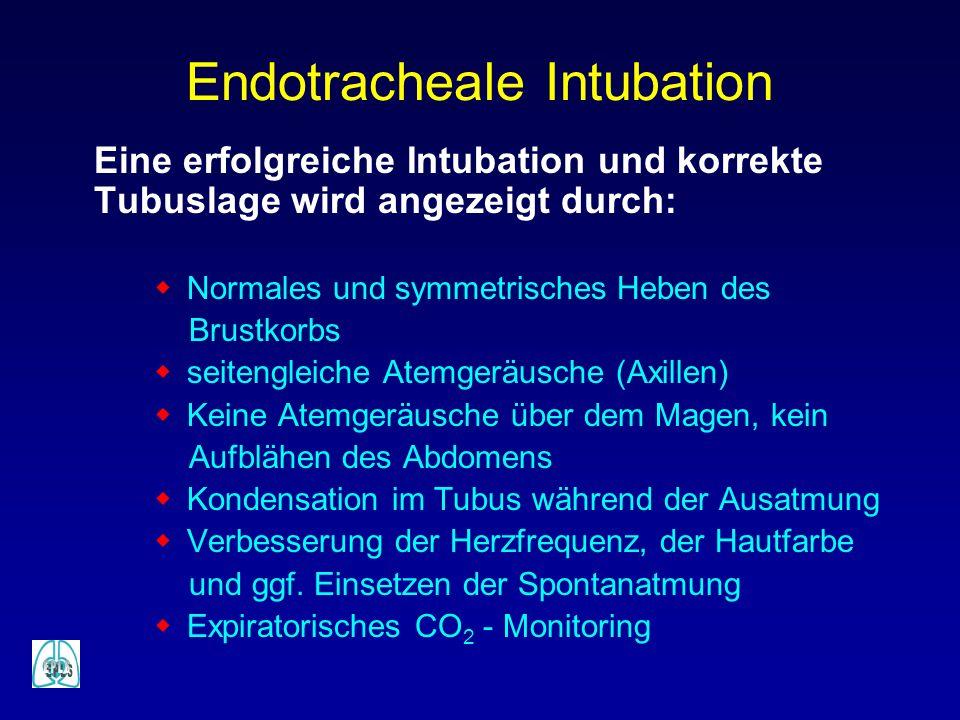 Eine erfolgreiche Intubation und korrekte Tubuslage wird angezeigt durch: w Normales und symmetrisches Heben des Brustkorbs w seitengleiche Atemgeräus