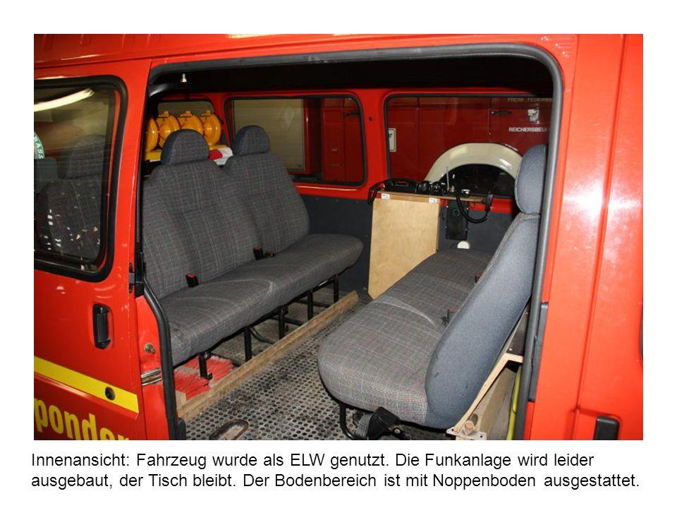 Innenansicht: Fahrzeug wurde als ELW genutzt. Die Funkanlage wird leider ausgebaut, der Tisch bleibt. Der Bodenbereich ist mit Noppenboden ausgestatte