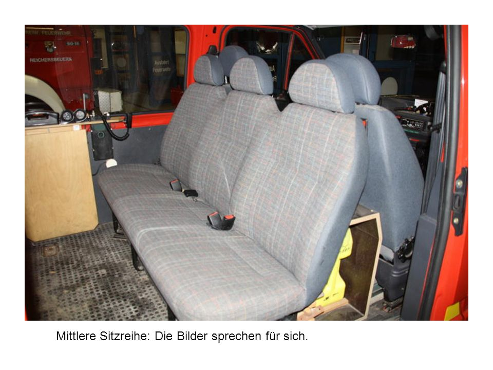 Beifahrerseite, auch hier der Sitz ohne Flecke und Beschädigung.