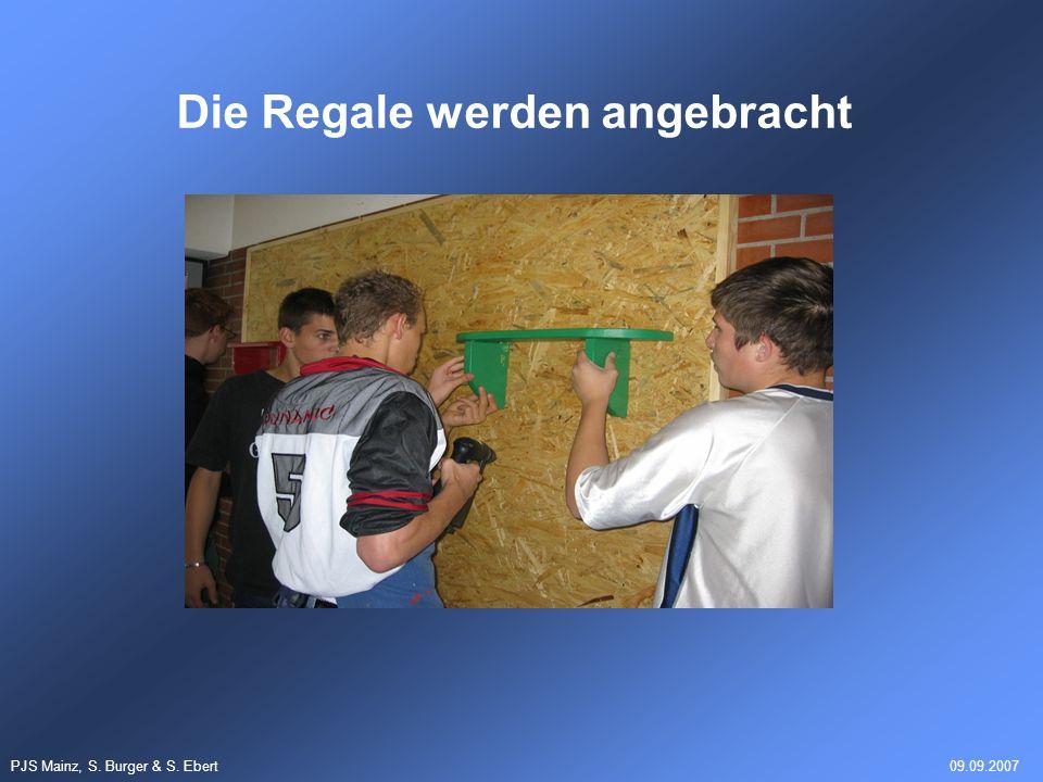 PJS Mainz, S. Burger & S. Ebert09.09.2007 Die Regale werden angebracht
