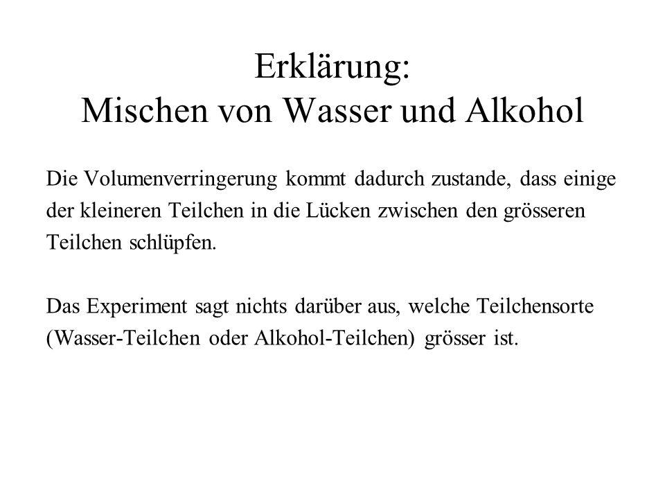 Erklärung: Mischen von Wasser und Alkohol Die Volumenverringerung kommt dadurch zustande, dass einige der kleineren Teilchen in die Lücken zwischen de