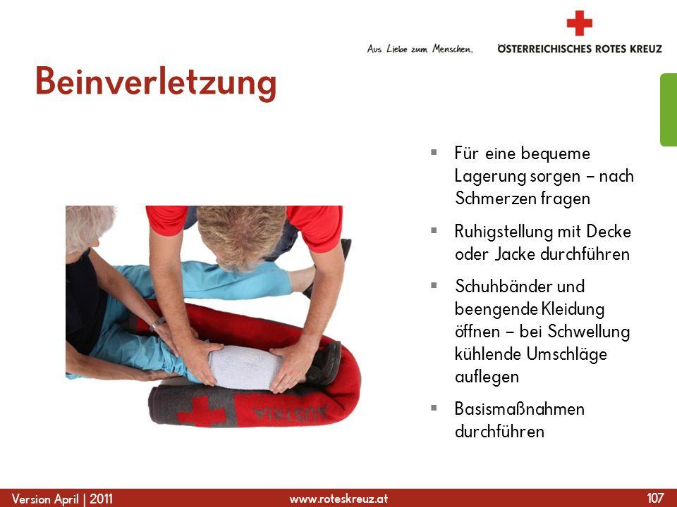 www.roteskreuz.at Version April | 2011 Beinverletzung 107 Für eine bequeme Lagerung sorgen – nach Schmerzen fragen Ruhigstellung mit Decke oder Jacke