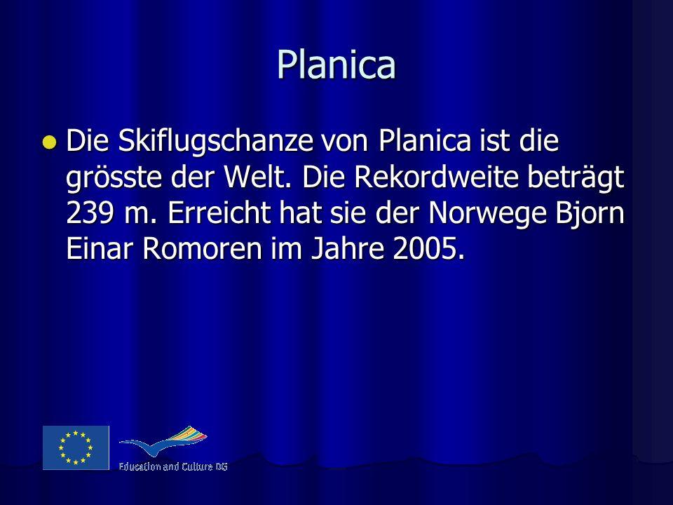 Planica Die Skiflugschanze von Planica ist die grösste der Welt. Die Rekordweite beträgt 239 m. Erreicht hat sie der Norwege Bjorn Einar Romoren im Ja