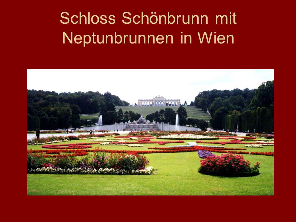 Schloss Schönbrunn mit Neptunbrunnen in Wien
