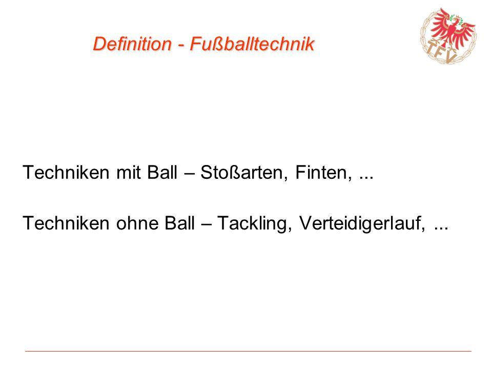 Definition - Fußballtechnik Techniken mit Ball – Stoßarten, Finten,... Techniken ohne Ball – Tackling, Verteidigerlauf,...