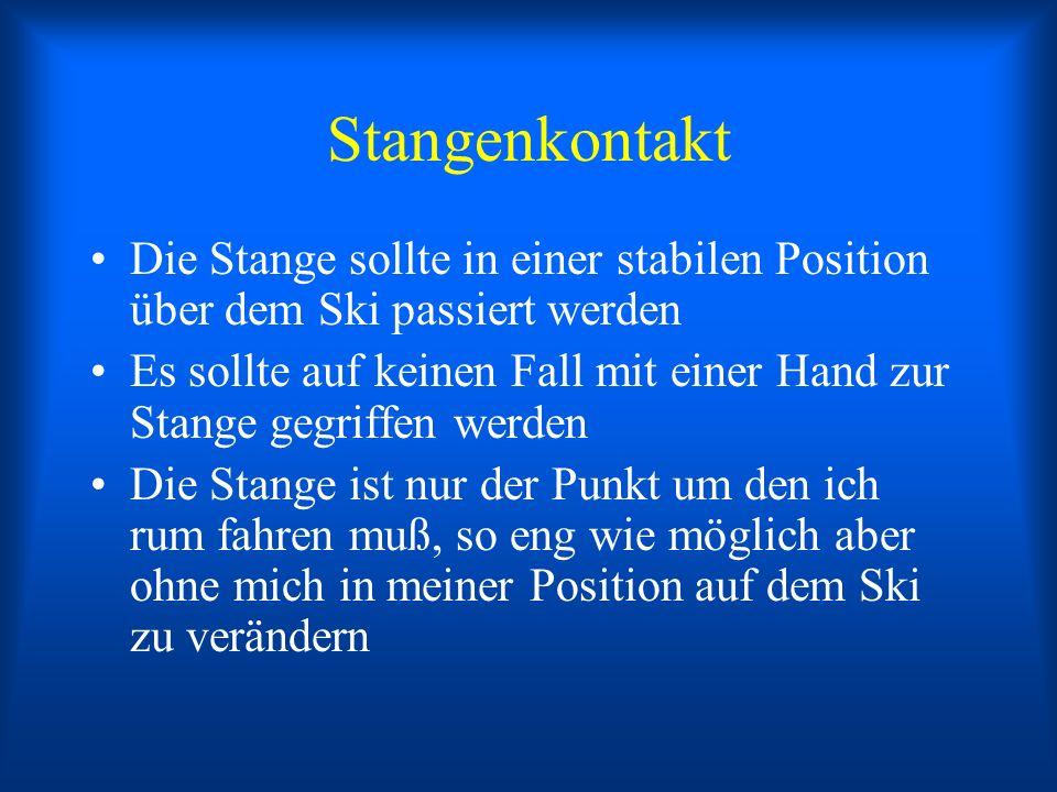 Stangenkontakt Die Stange sollte in einer stabilen Position über dem Ski passiert werden Es sollte auf keinen Fall mit einer Hand zur Stange gegriffen