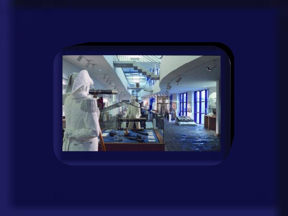 Historisches Museum Nicht die in Museen oft üblichen Textwände und Belehrungen, sondern vor allem Großexponate und Rekonstruktionen sind es, die das H