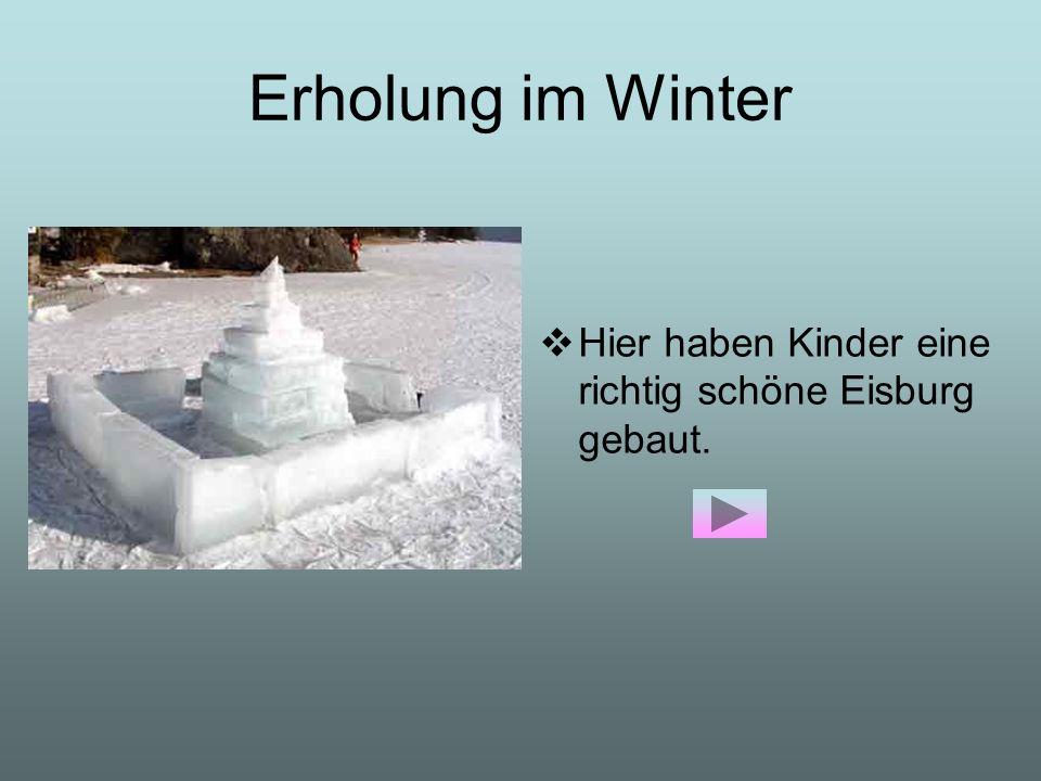 Erholung im Winter Hier haben Kinder eine richtig schöne Eisburg gebaut.
