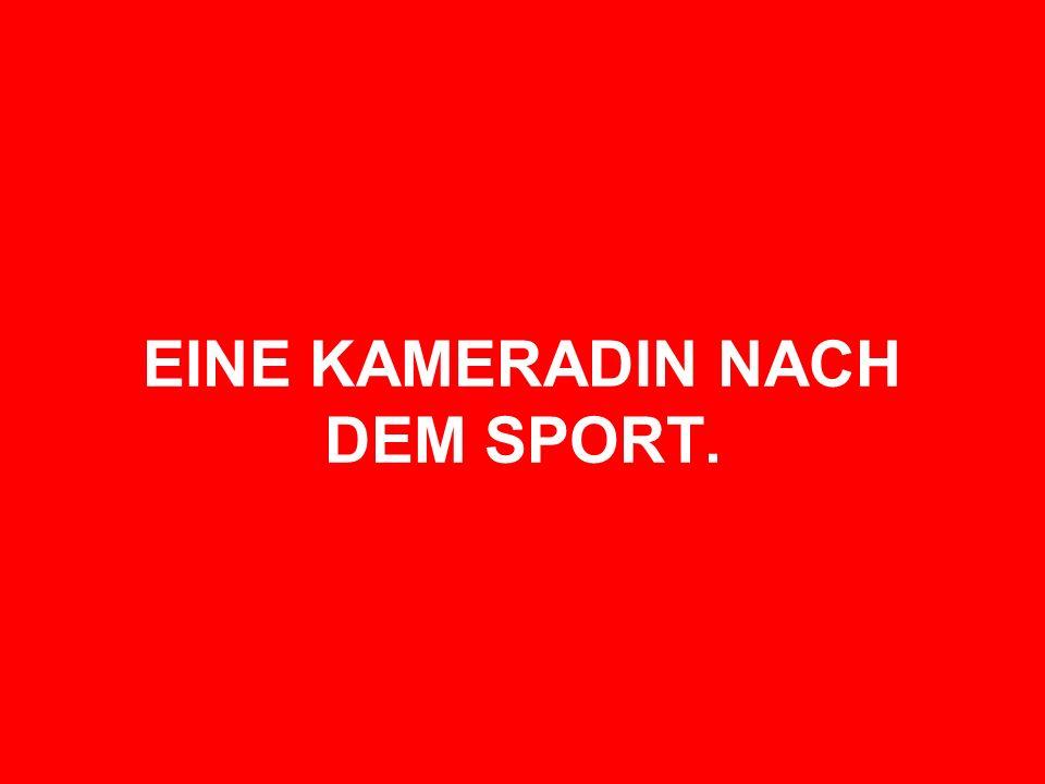 EINE KAMERADIN NACH DEM SPORT.