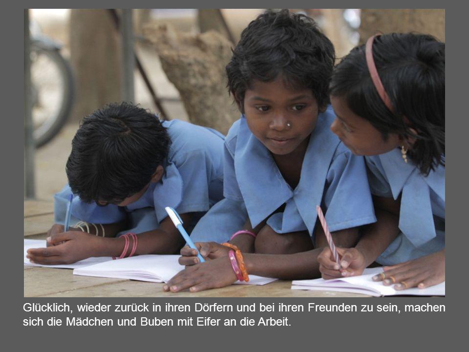 Glücklich, wieder zurück in ihren Dörfern und bei ihren Freunden zu sein, machen sich die Mädchen und Buben mit Eifer an die Arbeit.