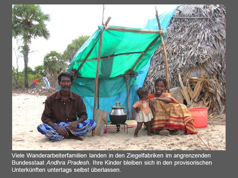 Viele Wanderarbeiterfamilien landen in den Ziegelfabriken im angrenzenden Bundesstaat Andhra Pradesh. Ihre Kinder bleiben sich in den provisorischen U