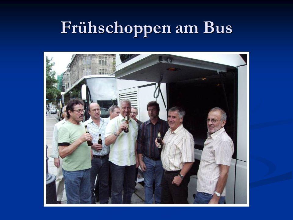 Frühschoppen am Bus