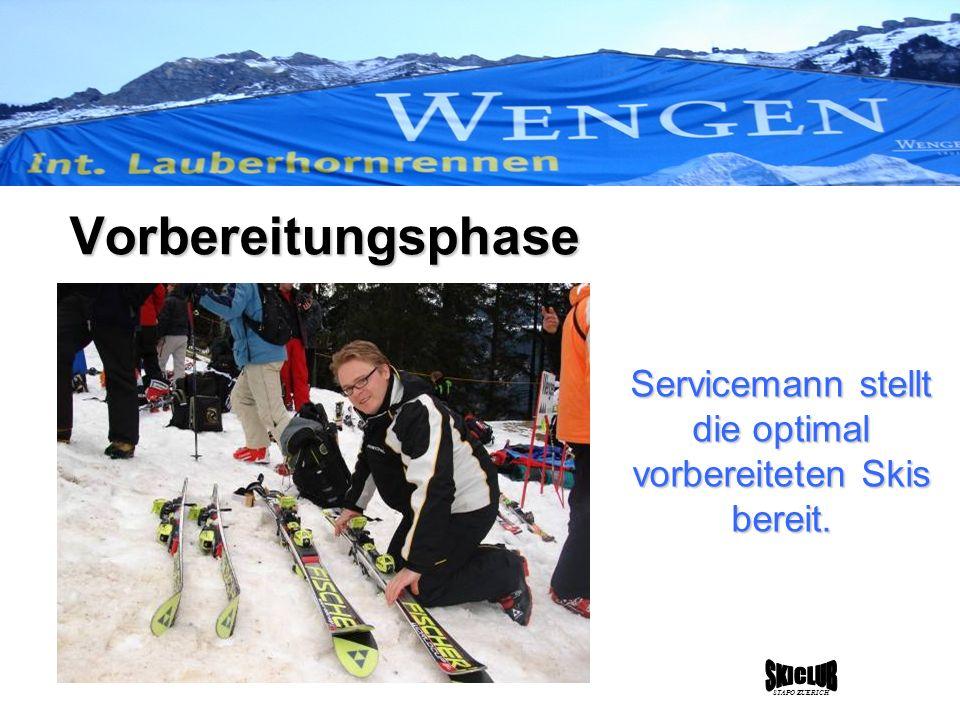 Servicemann stellt die optimal vorbereiteten Skis bereit. STAPO ZUERICH Vorbereitungsphase