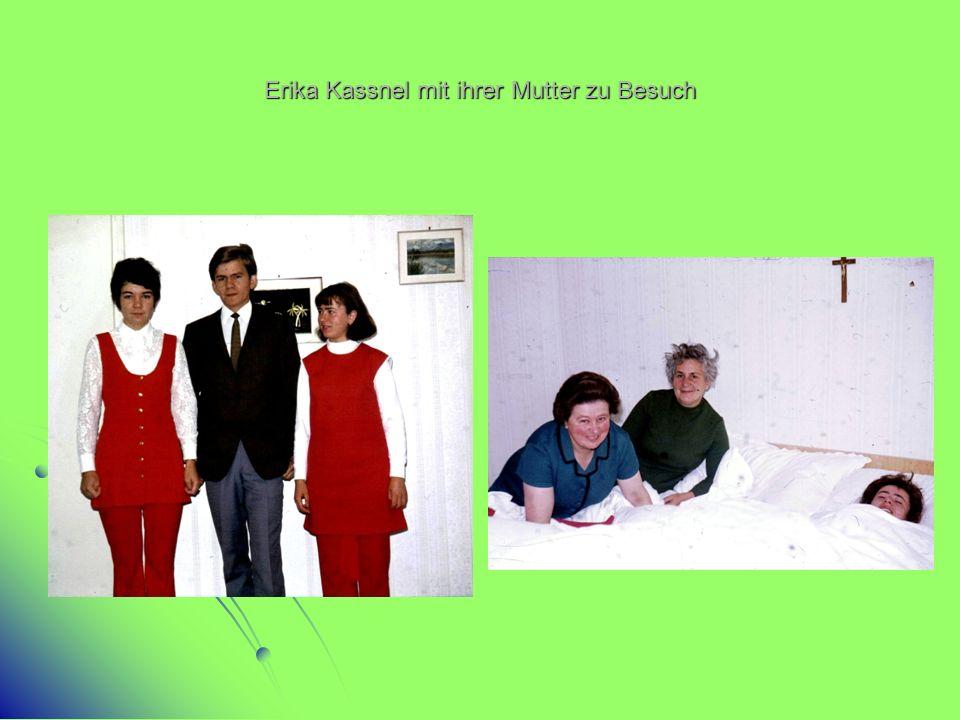 Erika Kassnel mit ihrer Mutter zu Besuch
