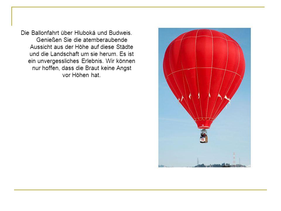 Die Ballonfahrt über Hluboká und Budweis. Genießen Sie die atemberaubende Aussicht aus der Höhe auf diese Städte und die Landschaft um sie herum. Es i