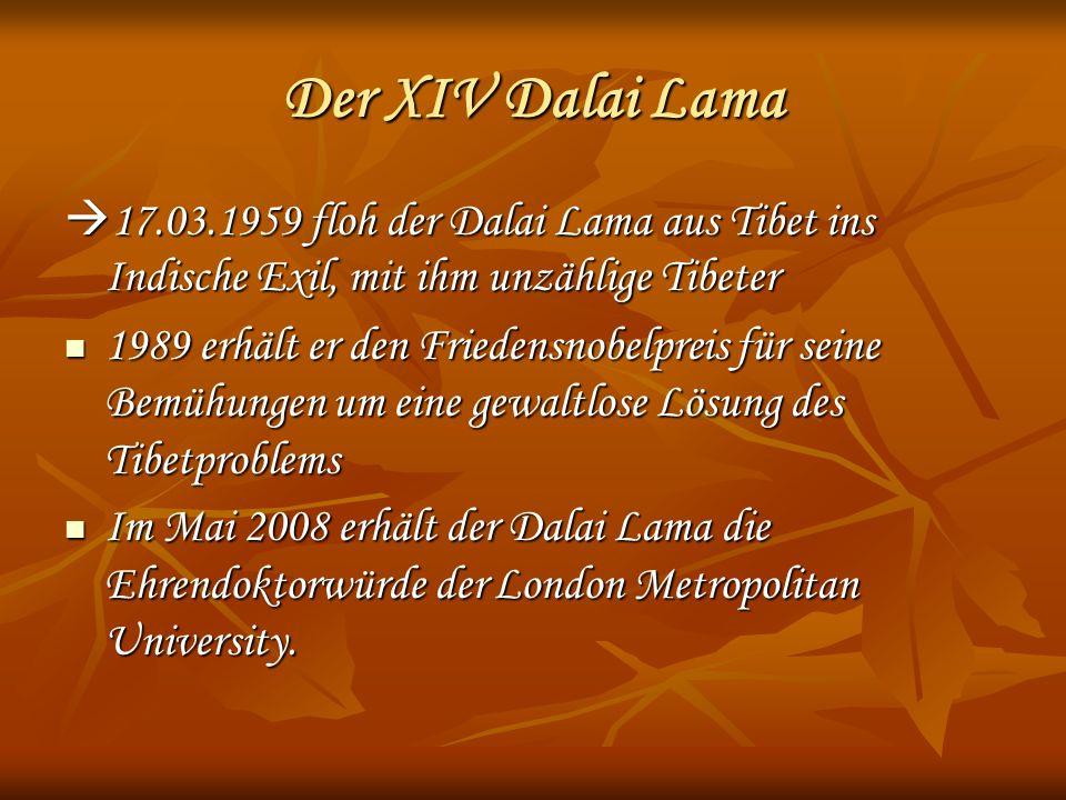 Der XIV Dalai Lama 17.03.1959 floh der Dalai Lama aus Tibet ins Indische Exil, mit ihm unzählige Tibeter 17.03.1959 floh der Dalai Lama aus Tibet ins Indische Exil, mit ihm unzählige Tibeter 1989 erhält er den Friedensnobelpreis für seine Bemühungen um eine gewaltlose Lösung des Tibetproblems 1989 erhält er den Friedensnobelpreis für seine Bemühungen um eine gewaltlose Lösung des Tibetproblems Im Mai 2008 erhält der Dalai Lama die Ehrendoktorwürde der London Metropolitan University.