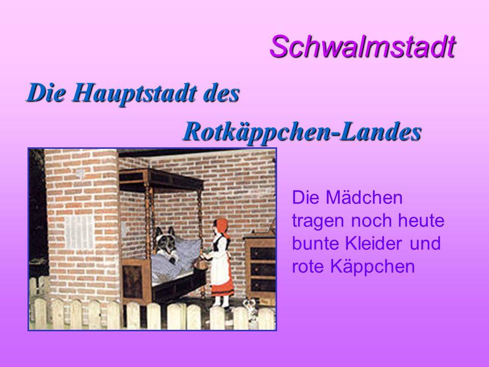 Schwalmstadt Schwalmstadt Die Hauptstadt des Rotkäppchen-Landes Die Mädchen tragen noch heute bunte Kleider und rote Käppchen