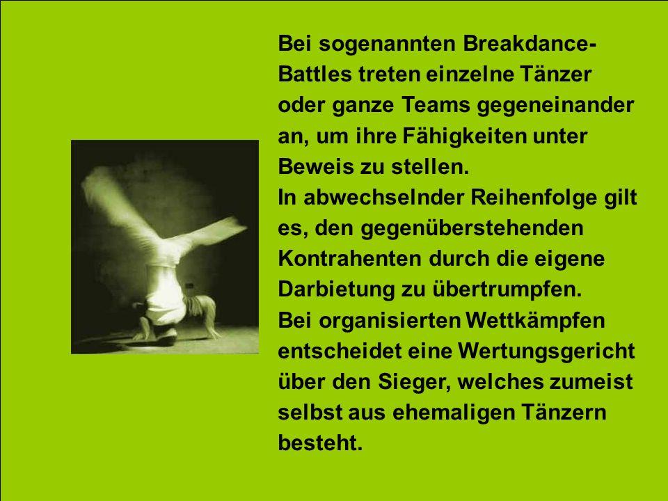 Bei sogenannten Breakdance- Battles treten einzelne Tänzer oder ganze Teams gegeneinander an, um ihre Fähigkeiten unter Beweis zu stellen. In abwechse