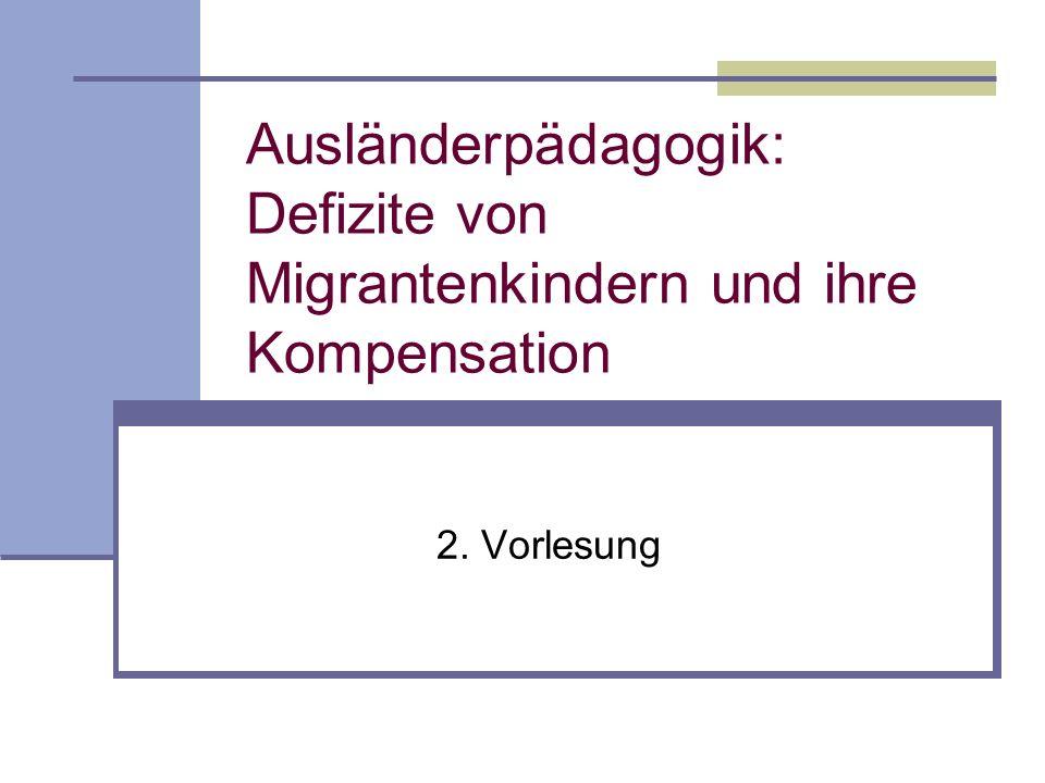 Fehlende Kenntnisse der deutschen Sprache Defizitärer Sprachgebrauch (restringierter Sprachcode) Defiziten in der Primärsozialisation Defizitannahme und kompensatorische Pädagogik