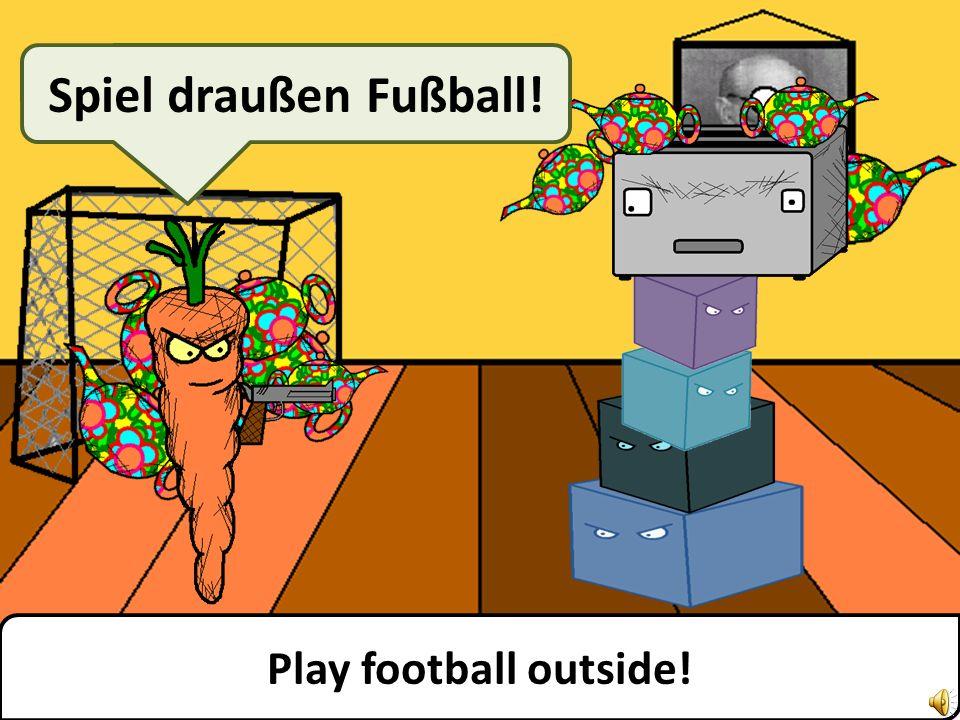 Play football outside! Spiel draußen Fußball!