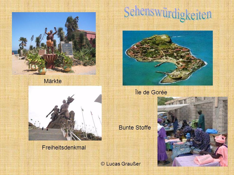 Île de Gorée Märkte Freiheitsdenkmal Bunte Stoffe © Lucas Graußer