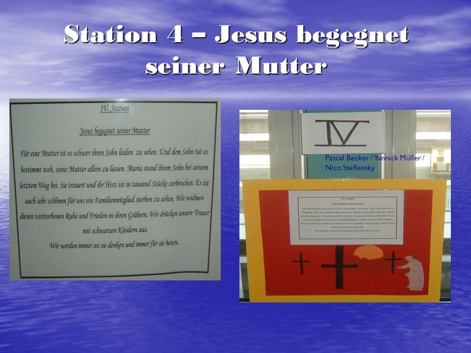 Station 5 – Simon von Zyrene hilft Jesus das Kreuz tragen Patrick Barthel / Dean Müller