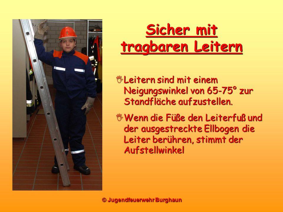© Jugendfeuerwehr Burghaun Sicher mit tragbaren Leitern Leitern sind mit einem Neigungswinkel von 65-75° zur Standfläche aufzustellen. Leitern sind mi