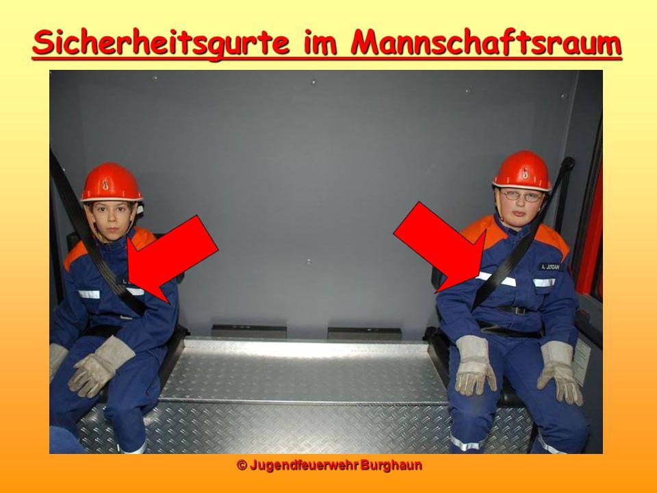 © Jugendfeuerwehr Burghaun Sicherheitsgurte im Mannschaftsraum
