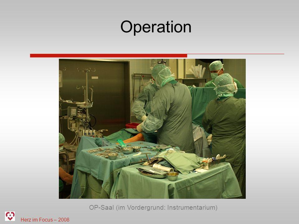 Herz im Focus – 2008 Operation OP-Saal (im Vordergrund: Instrumentarium)