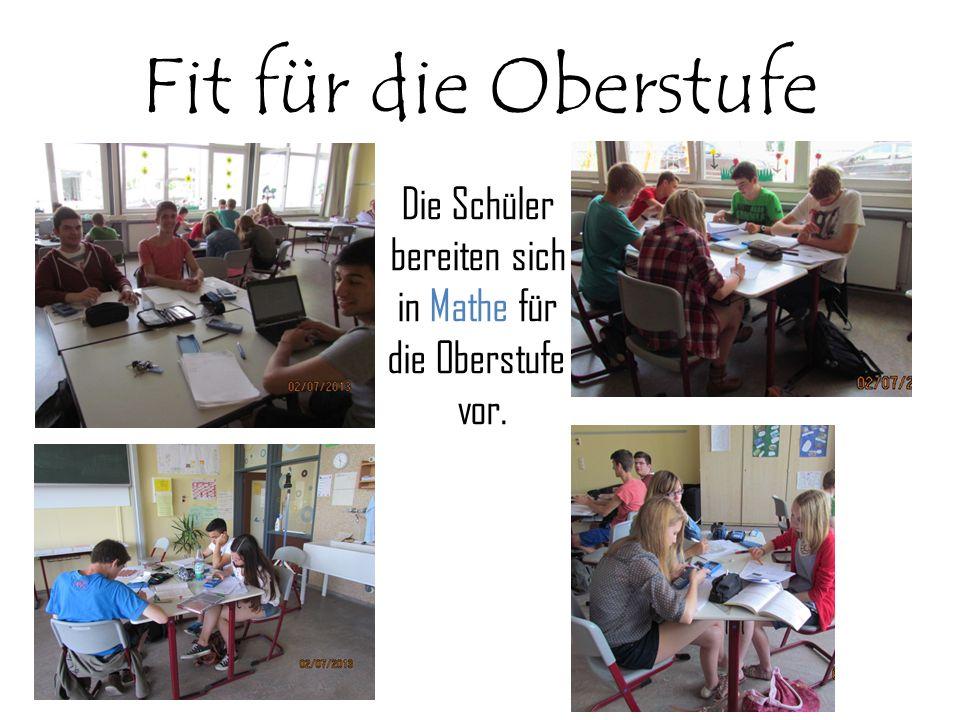 Fit für die Oberstufe Die Schüler bereiten sich in Mathe für die Oberstufe vor.