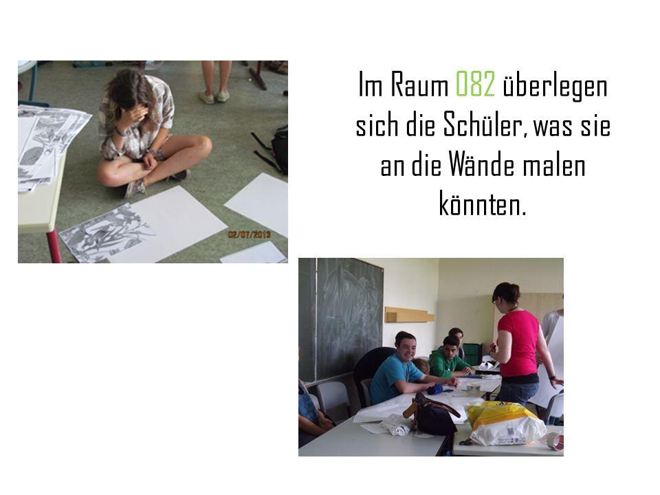 Im Raum 082 überlegen sich die Schüler, was sie an die Wände malen könnten.