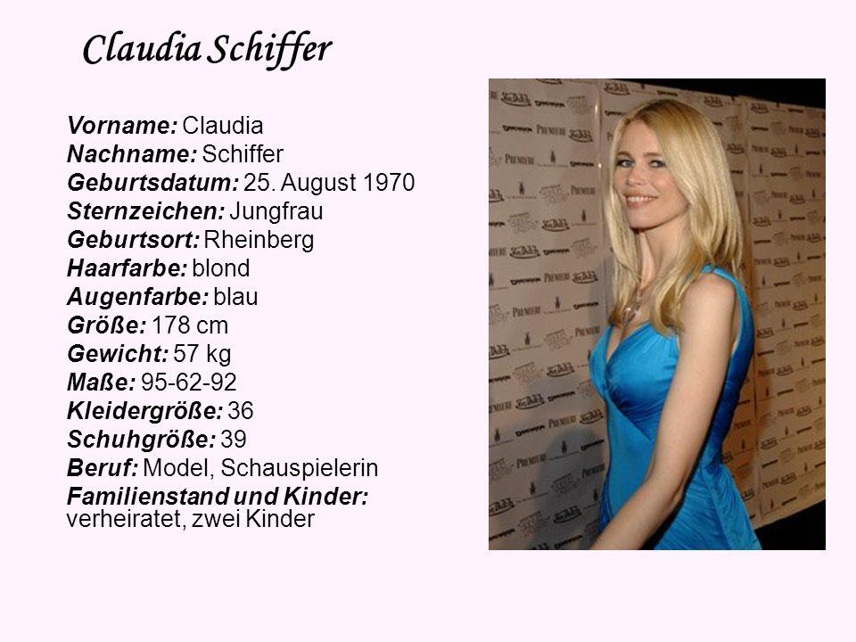 Heidi Klum Heute trägt sie: ein silbernes, langes Halstuch ein silbernes Top einen schwarzen Blazer eine dunkle Röhren-Hose schwarze Schuhe