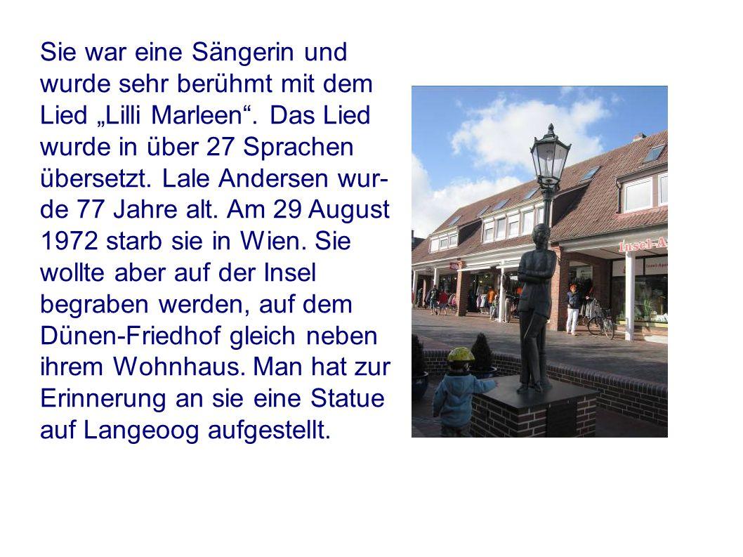 Sie war eine Sängerin und wurde sehr berühmt mit dem Lied Lilli Marleen. Das Lied wurde in über 27 Sprachen übersetzt. Lale Andersen wur- de 77 Jahre