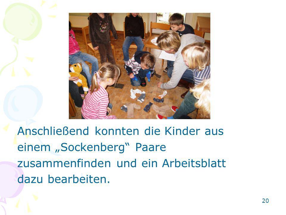 Anschließend konnten die Kinder aus einem Sockenberg Paare zusammenfinden und ein Arbeitsblatt dazu bearbeiten. 20