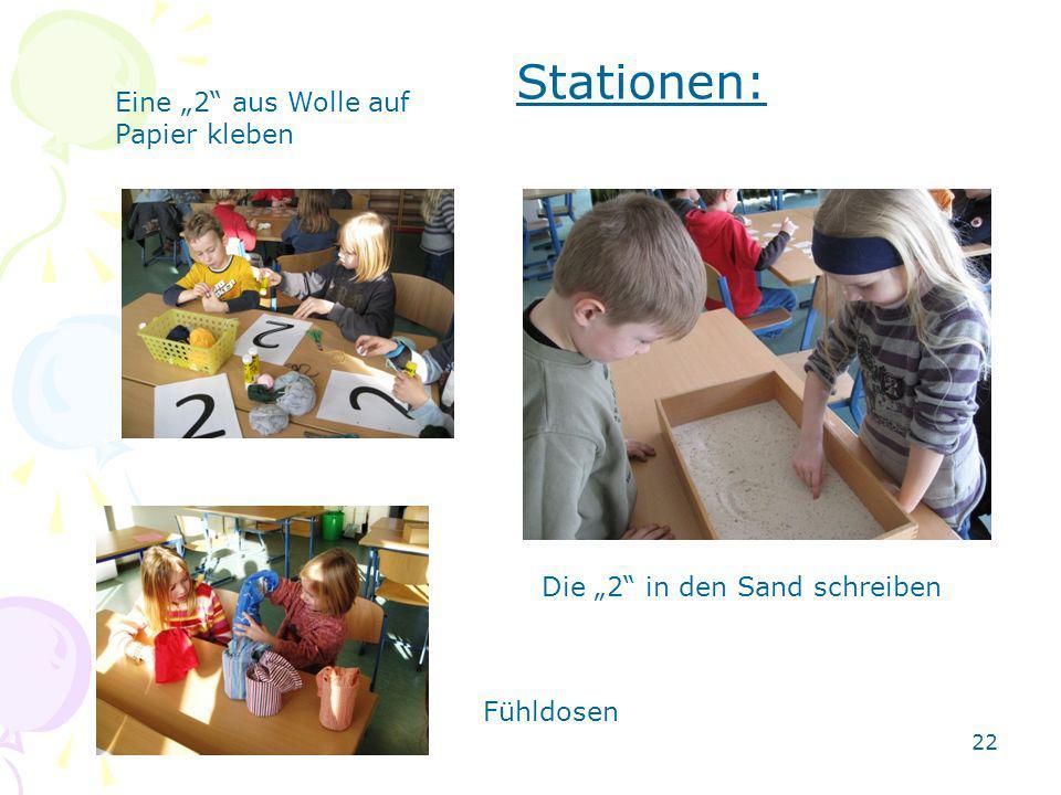 Die 2 in den Sand schreiben Fühldosen Eine 2 aus Wolle auf Papier kleben Stationen: 22
